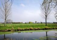 Unterwegs in der flachen Landschaft des Niederrheins