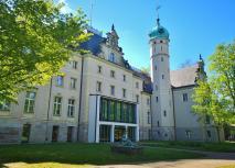 Das ehemalige Jagdschloss Glienike, heute ein Sozialpädagogisches Fortbildungsinstitut