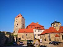 Im Innenhof der Burg - hier wird gerade heftig gebaut
