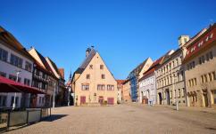 Blick auf den Marktplatz mit dem Alten Rathaus