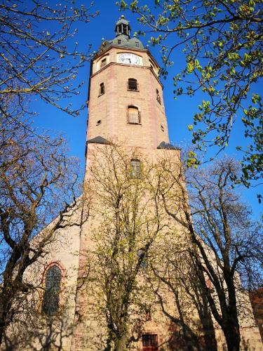 Schiefer Turm der St.Jakobi-Kirche