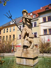 Neptun-Brunnen vor dem Rathaus