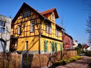 Hübsche Häuser am Ende des Parks an der Ilm