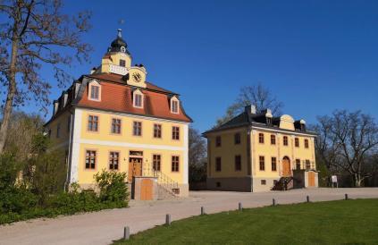 Nebengebäude vor dem Schloss