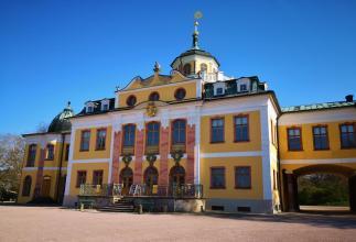 Frontseite des Schlosses Belvedere