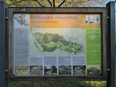 Infotafel am sehenswerten Schlosspark