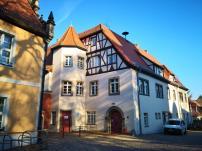 Haus der Geeindeverwaltung vor dem Burgtor