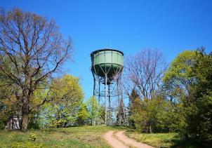 Wasserturm am Ortsrand von Wiesenburg