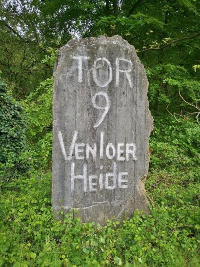 Wir starten am Rande der Venloer Heide, auf der sich im Zweiten Weltkrieg ein Flugplatz der Deutschen Wehrmacht befand.