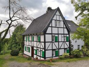 Typisch Bergische Architektur entlang des Weges