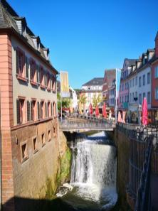 Wasserfall der Leuk in der Altstadt