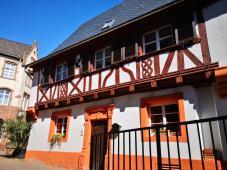 Historisches Gebäude neben dem Amüseum