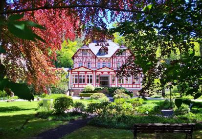Historisches Gebäude des noblen Parkhotels in Trarbach