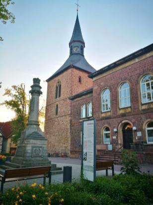 Evangelisches Pfarrhaus neben dem Glockenturm
