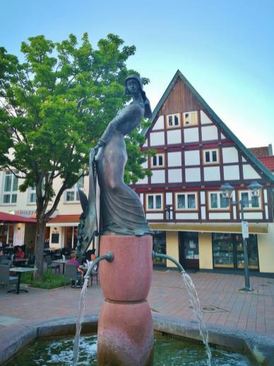 Der Alheyd-Brunnen auf dem Blomberger Marktplatz