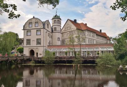 Blick über den Wassergraben auf Schloss Gifhorn