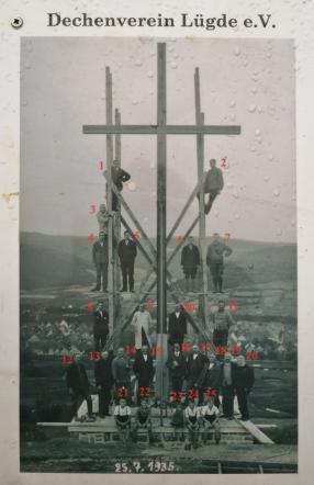 Die mutigen Männer, die 1935 das Kreuz am Osterberg errichteten
