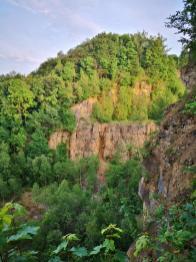 Blick auf die Klippen des aufgelassenen Steinbruchs