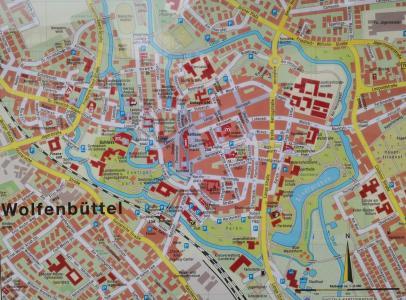 Innenstadtplan von Wolfsburg. Deutlich erkennbar sind die ehemaligen Festungsanlagen