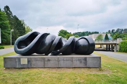 Skulptur von Tony Cragg am Kunstmuseum