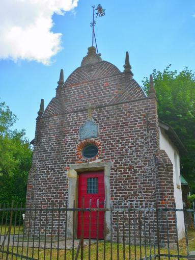 Hübsche kleine Kapelle auf halbem Weg in die Innenstadt