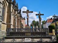 Kreuzigungsgruppe vor dem Dom