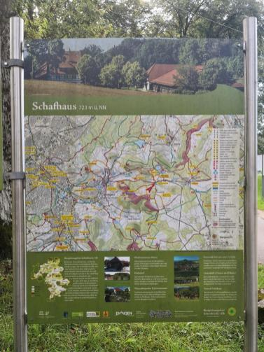 Angekommen auf der Hochebene beim Feldflora-Reservat Eninger Weide