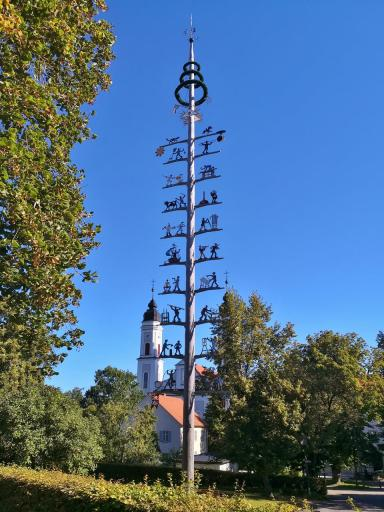 Zunftbaum vor dem Kloster