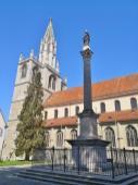 Seitlicher Blick auf das Münster