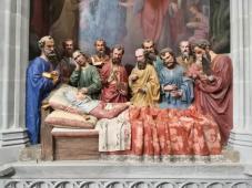 Gotische Darstellung des Todes der Jungfrau Maria und ihrer Beweinung durch die Jünger