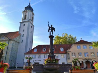 Turm der ev. Kirche St. Stephan mit der gesprungenen Glocke von 1608