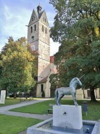 Einhornstatue vor der Pfarrkirche Unser Frauen