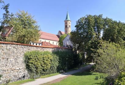 Am Hirschgraben mit Blick auf die ev. Stadtkirche
