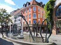 """Der Brunnen """"Caide"""" am zentralen Marienplatz"""
