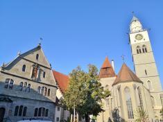 Münsterplatz mit Kirche und Rathaus