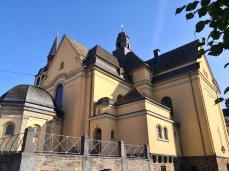 Die katholische Pfarrkiche St. Peter und Paul von Westen