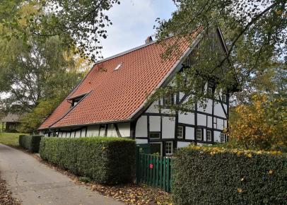Schöne rennovierte Häuser entlang des Hasselbachs