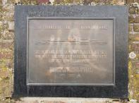 Erinnerung an die Rheinfähre Hamm, die für mehrere Jahrhunderte Neuss mit Düsseldorf verband