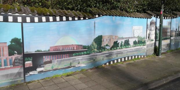 Hübsche Wandbemalung mit Düsseldorfer Stadtmotiven in Unterbach