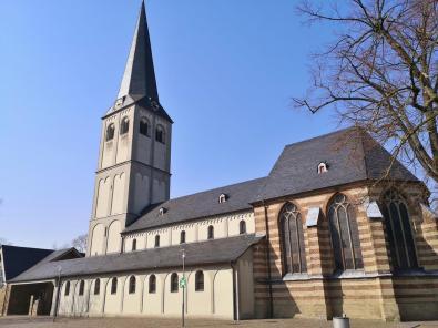 Die St. Aldegundis-Kirche in Büttgen