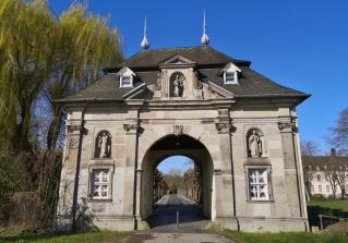 Zufahrt zum Kloster