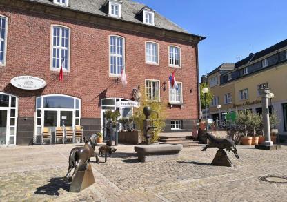 Marktplatz mit dem Rathaus