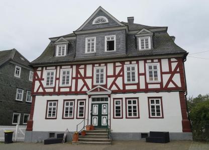 Schönes Haus neben dem Schloss