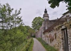 Weg zwischen Schloss und Schlosspark