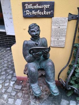 Der Dillenburger Tellerlecker, Skulptur in der Altstadt