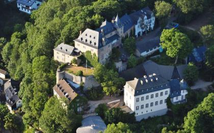 Luftbild von Burg Blankenheim (Foto Wolkenkratzer   http://commons.wikimedia.org   Lizenz: CC BY-SA 4.0 DE)