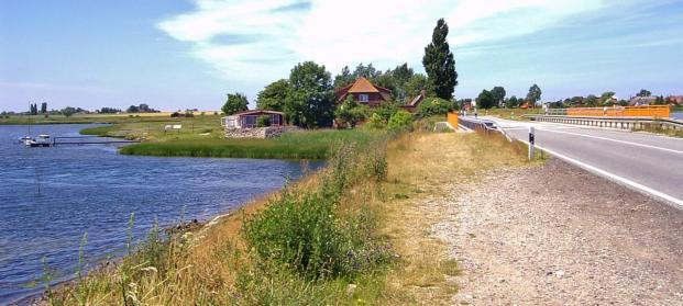 Poeler Damm (Foto Rauenstein | http://commons.wikimedia.org | Lizenz: CC BY-SA 3.0 DE)