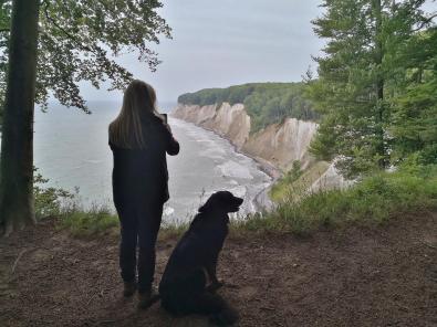 Heike und Doxi an der Steilküste