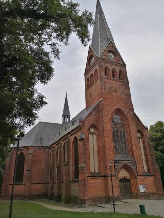 Neugotischer Backsteinbau der Stadtkirche