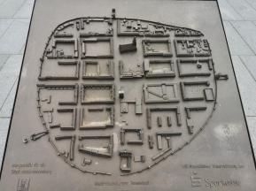 Modell der Altstadt mit den historischen Stadttoren und der Nachkriegsbebauung nach der Brandschatzung durch die Sowjetarmee